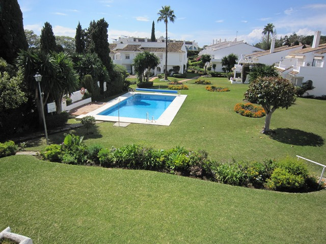 Top (first) floor spacious 2 bedroom apartment for sale in the sought after resort Las Gardenias, in, Spain