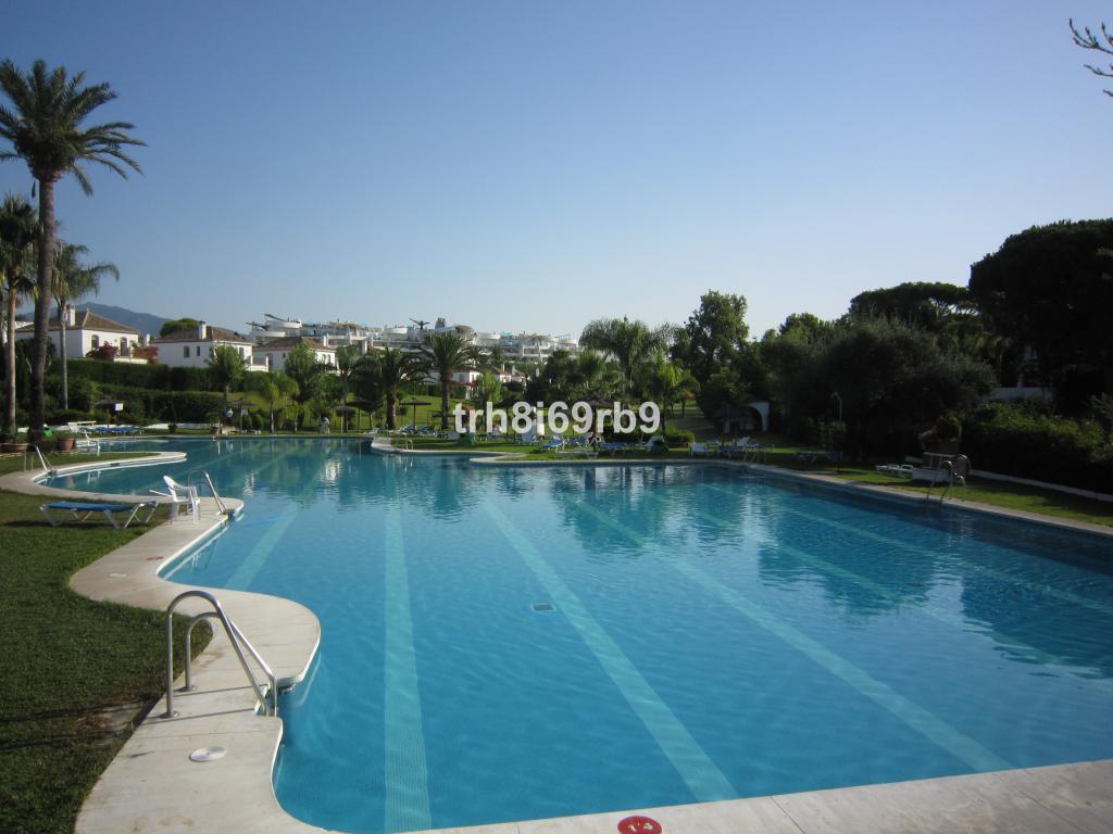 Marbella Banus Adosada en Venta en Benamara – R3233164