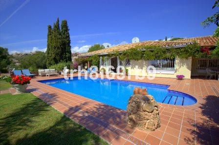 Detached Villa for sale in El Paraiso R199321