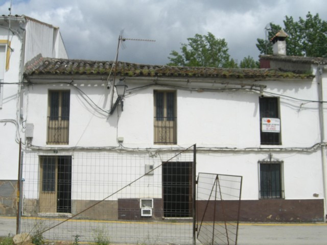A fantastic investment offer of two attached village townhouses in the pretty village of Estacion de, Spain