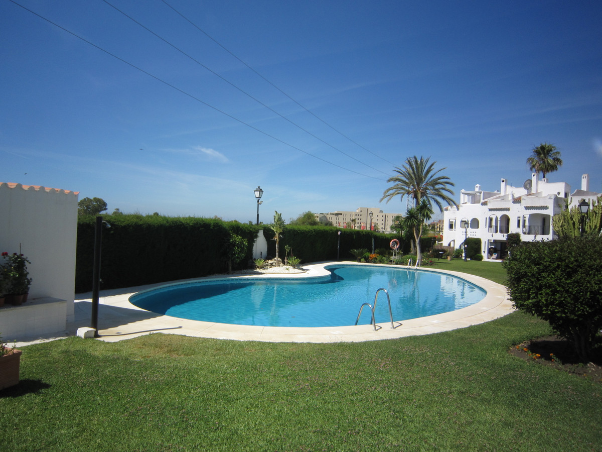 A spacious 3 bed, 2 bath semi-detached townhouse in the ever popular community of Andalucia Los Pino, Spain