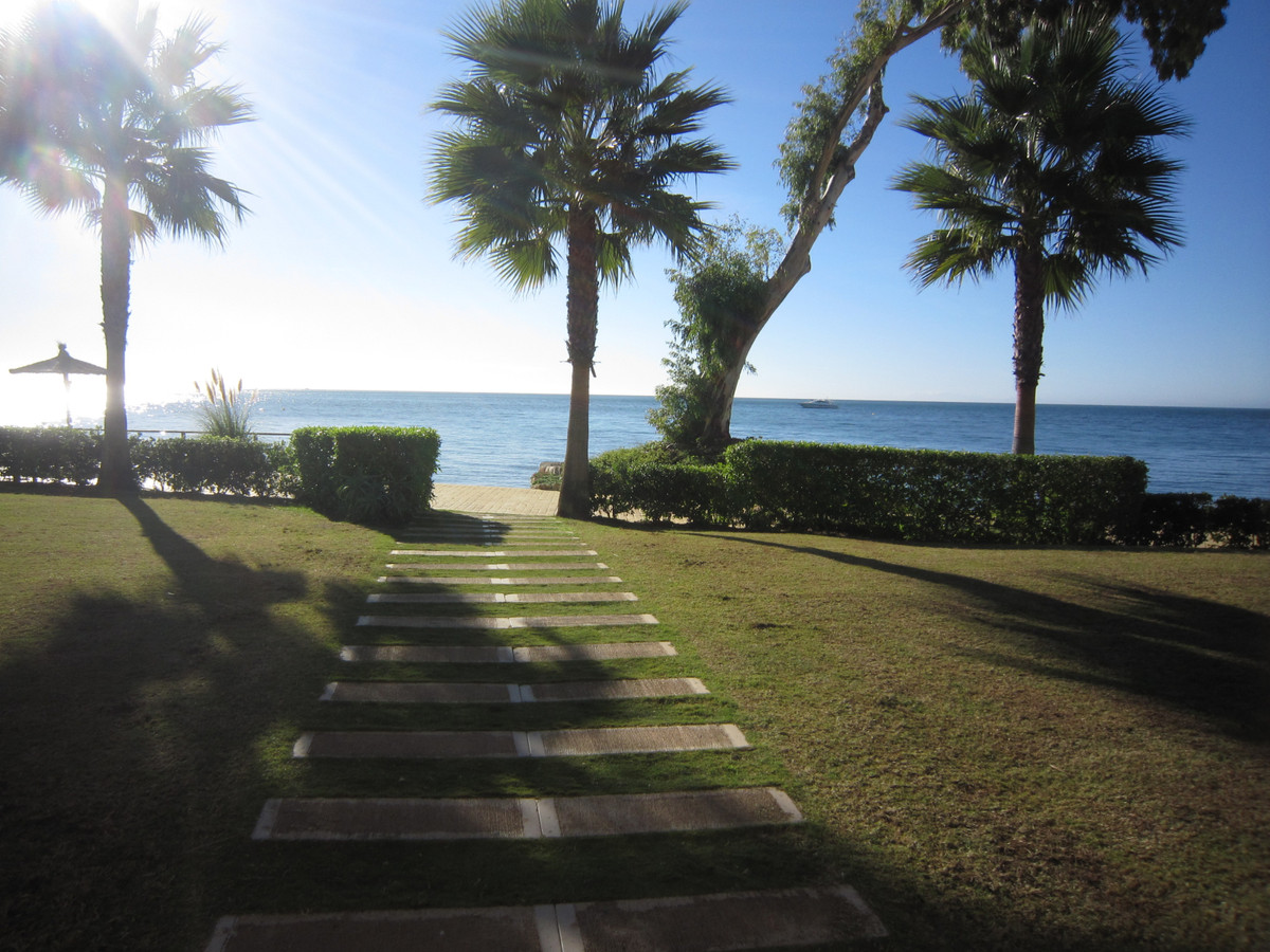 A beautiful luxury 2 bed, 2 bath ground floor apartment in the amazing beach front development Bahia,Spain