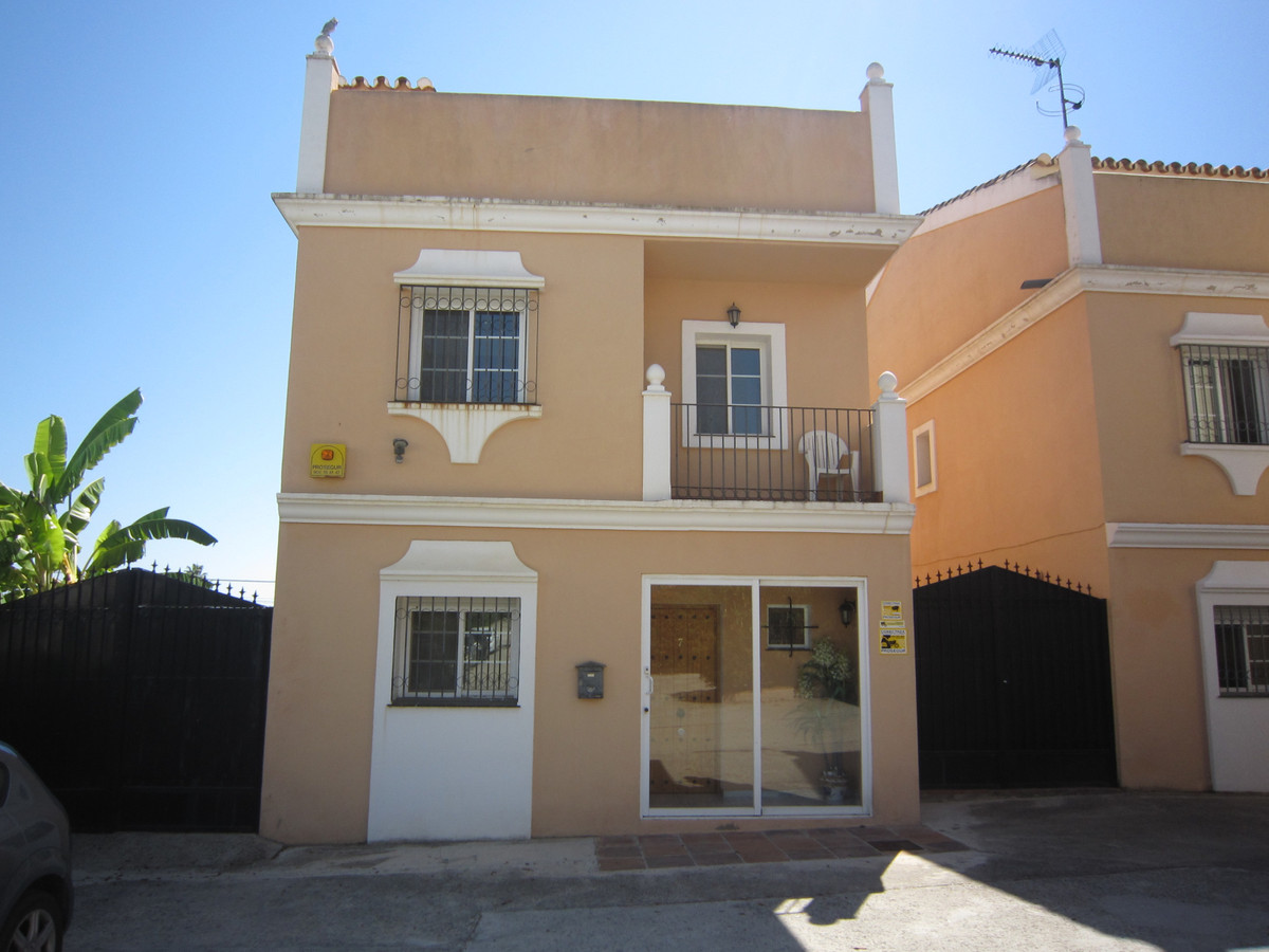 A lovely 4 bed, 3 bath detached house with small private pool in a quiet area of Bel Air, with multi,Spain