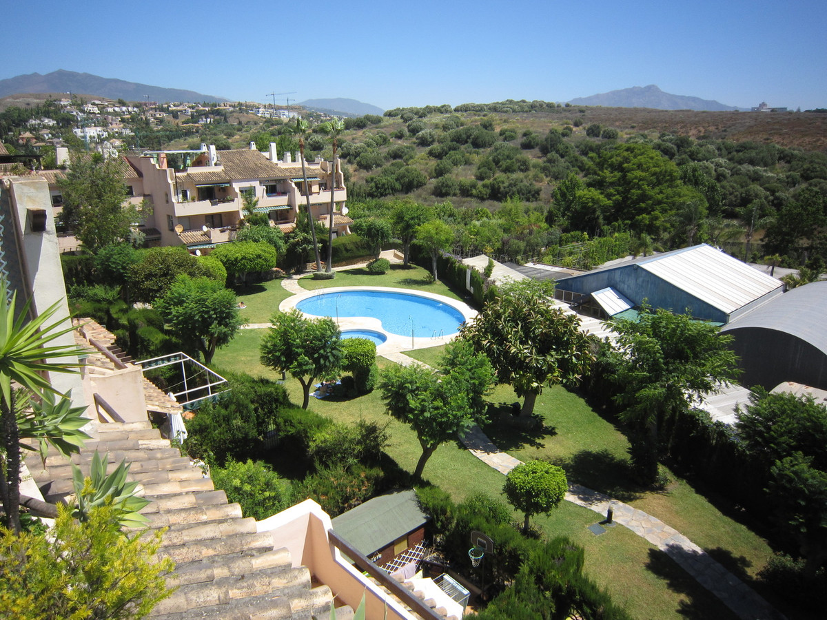 A spacious 2 bed, 2 bath penthouse apartment, conveniently located close to amenities in Bel Air.  T, Spain