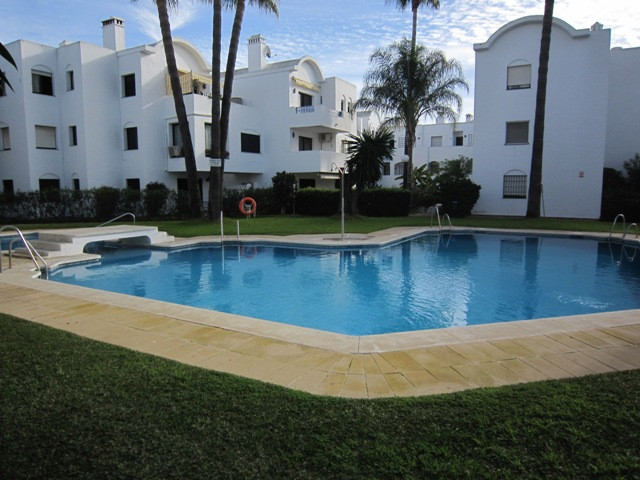 2 bedroom 2 bathroom penthouse apartment situated in established gated urbanisation of Pelican Park,, Spain