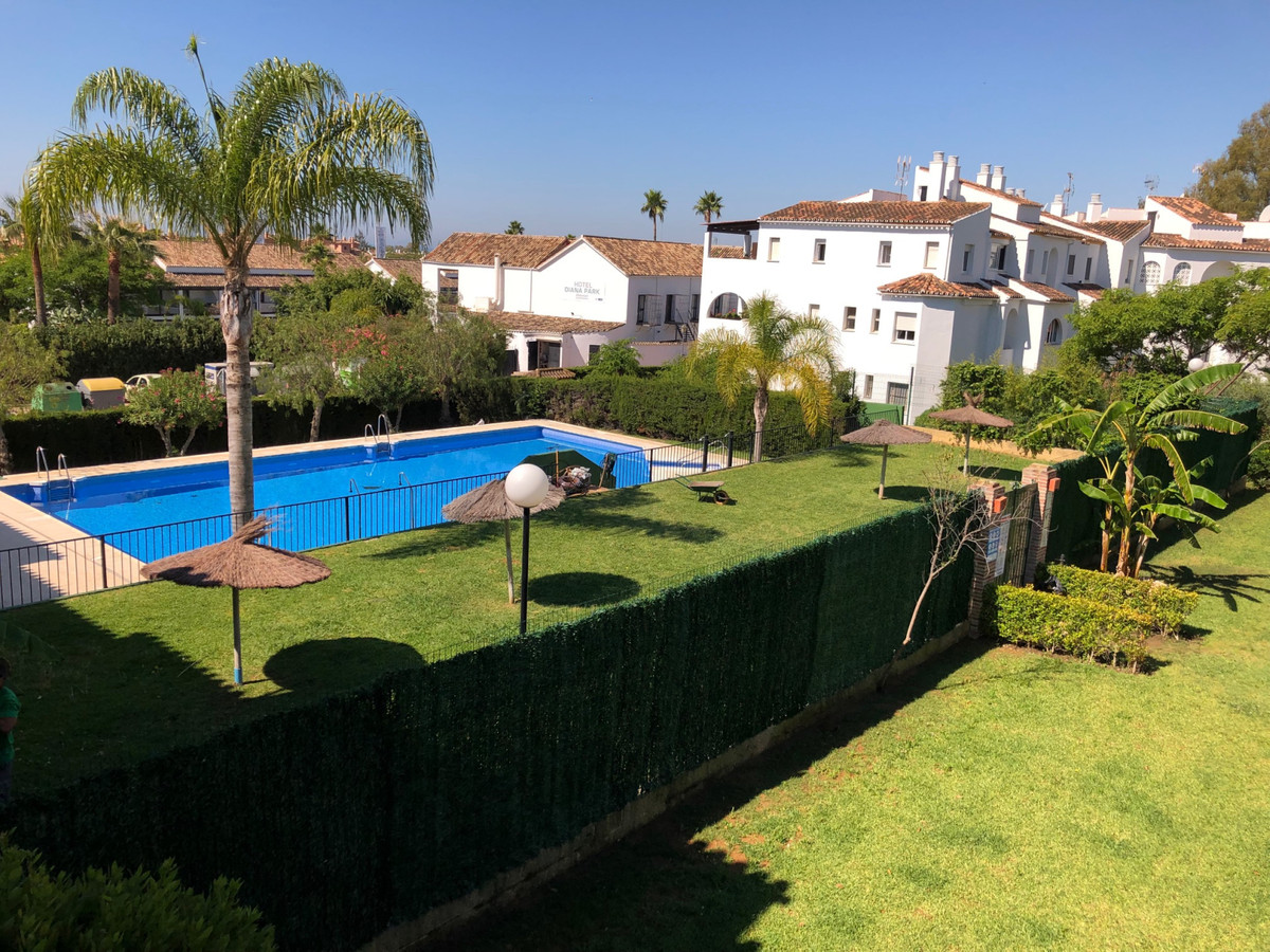 A nice, bright 3 bed, 2 bath apartment situated on the 1st floor of a 2 storey building in the commu Spain