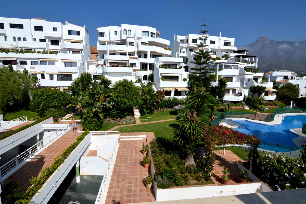 An exquisite location and space,beautiful house in a very secure urbanisation with 24 hours security,Spain