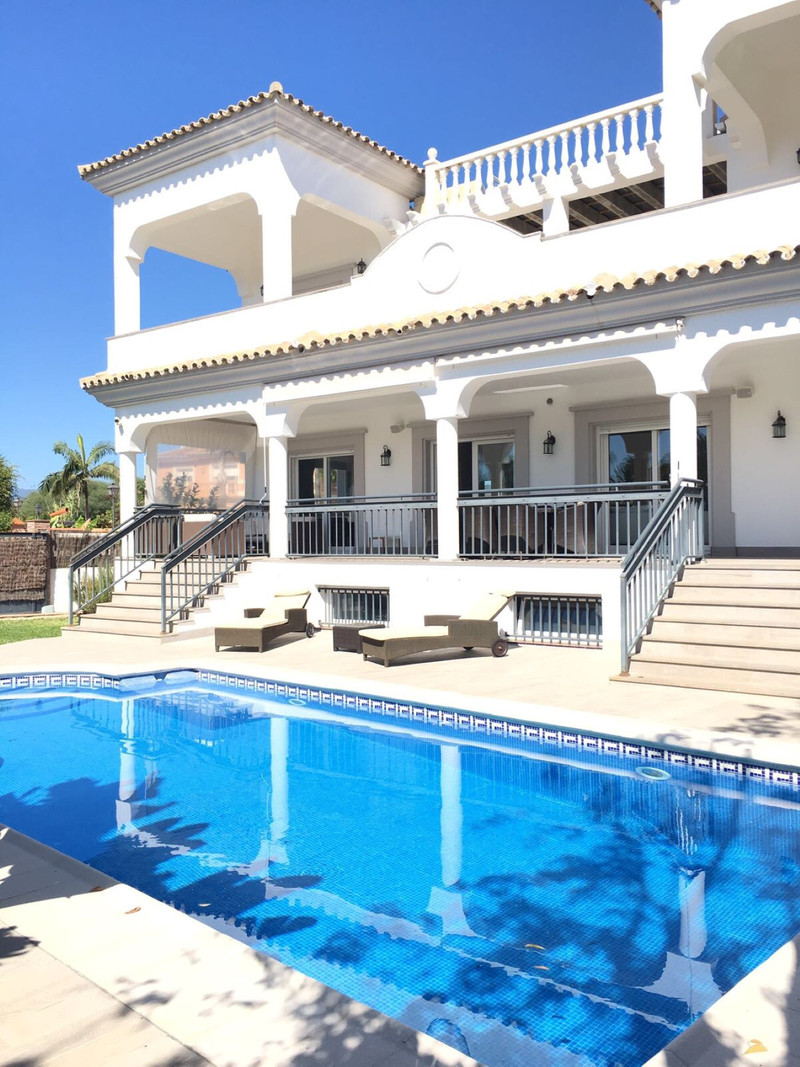 Villa – Chalet en venta, San Pedro de Alcántara – R3442375