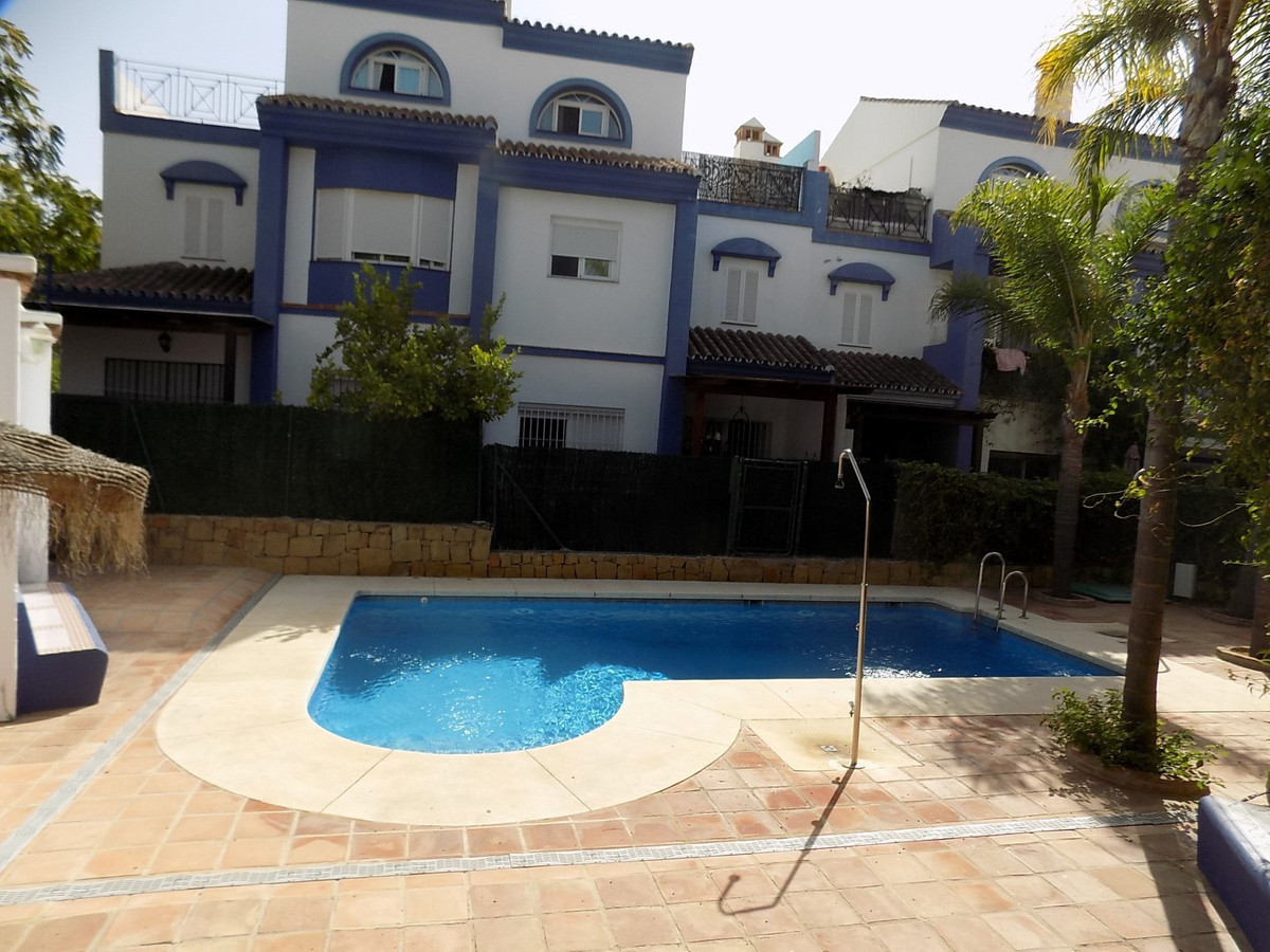 SPECTACULAR TOWNHOUSE  ON THE OUTSKIRTS OF SAN PEDRO !!!  This uniquely designed 4 BEDROOM TOWNHOUSE,Spain