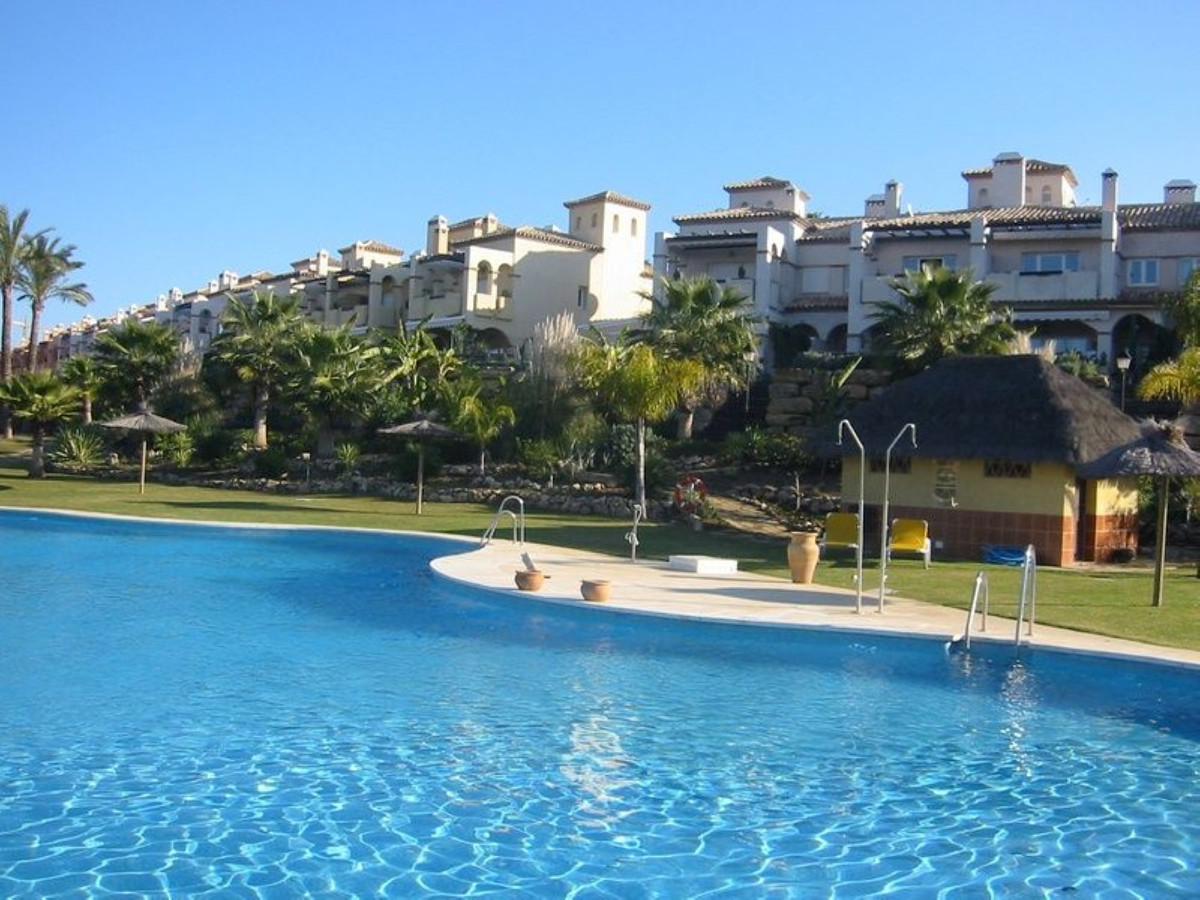 FRESH ON THE MARKET - LUXURY TOWNHOUSE BEACH SIDE  Immaculate townhouse in an exclusive, gated compl, Spain