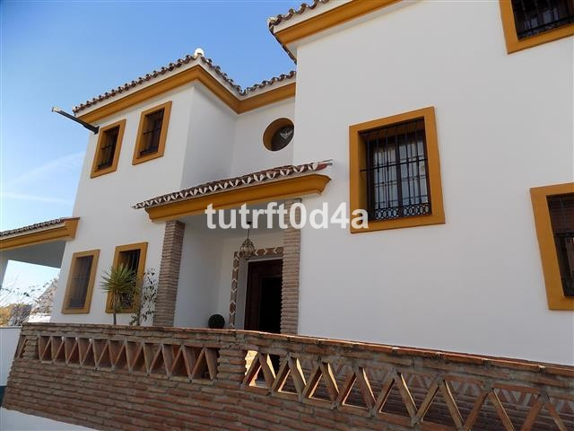 INDEPENDENT VILLA IN SAN PEDRO TOWN CENTER  A unique opportunity to purchase a large, independent fa,Spain