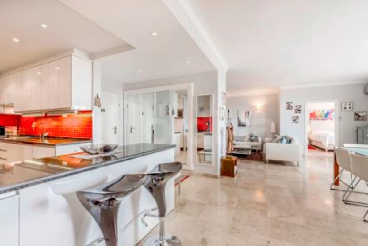 Apartamento Planta Media en Venta en San Pedro de Alcántara – R3730435
