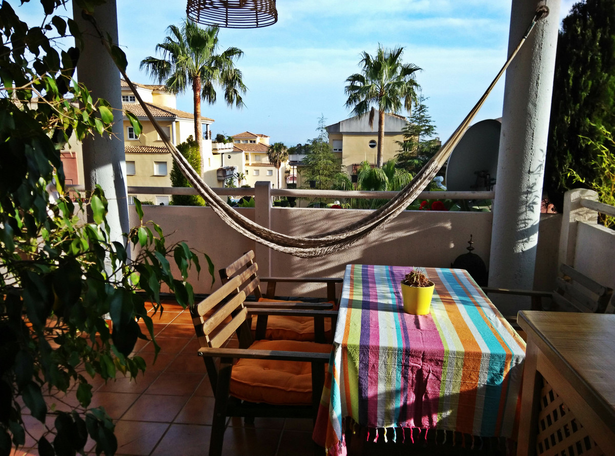 COASTAL CHILL OUT. This magnificent apartment is located in the beautiful Puerto de Cabopino, Marbel,Spain