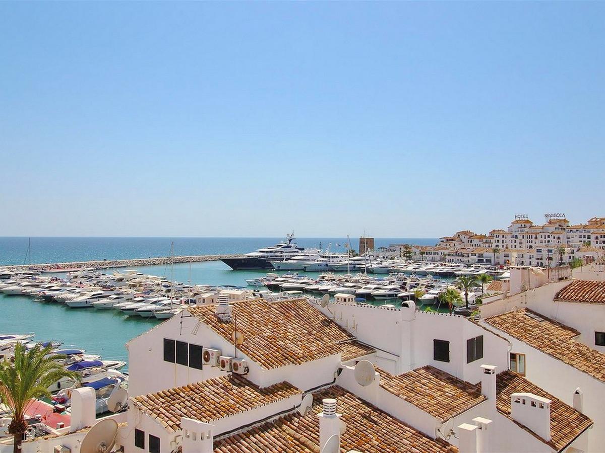 Marbella Banus Apartamento Planta Media en Venta en Puerto Banús – R3632810