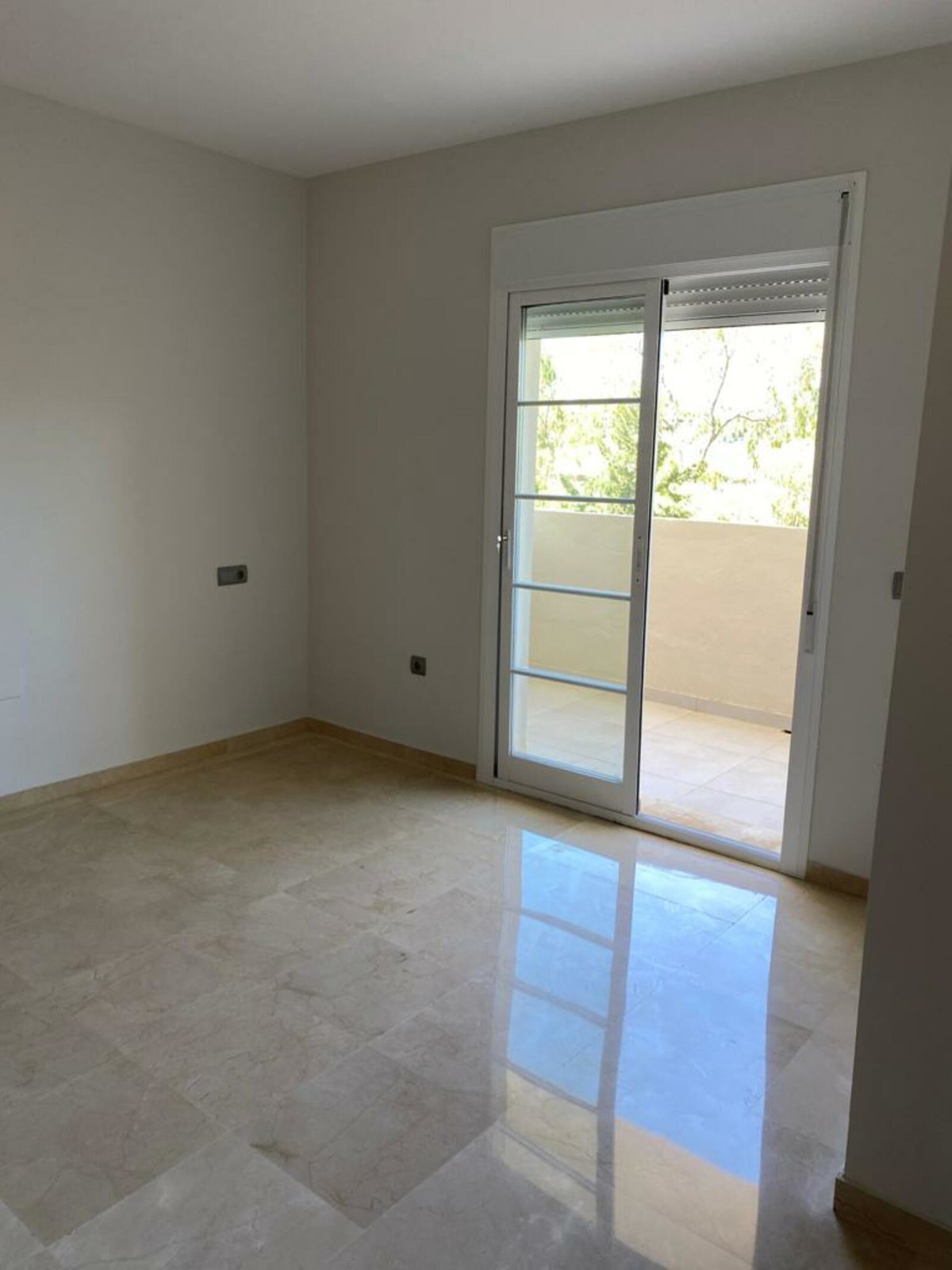 Adosada en Venta en Nueva Andalucía – R3660872