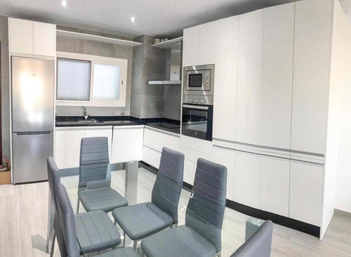 Apartamento en Venta en Nueva Andalucía – R3759991
