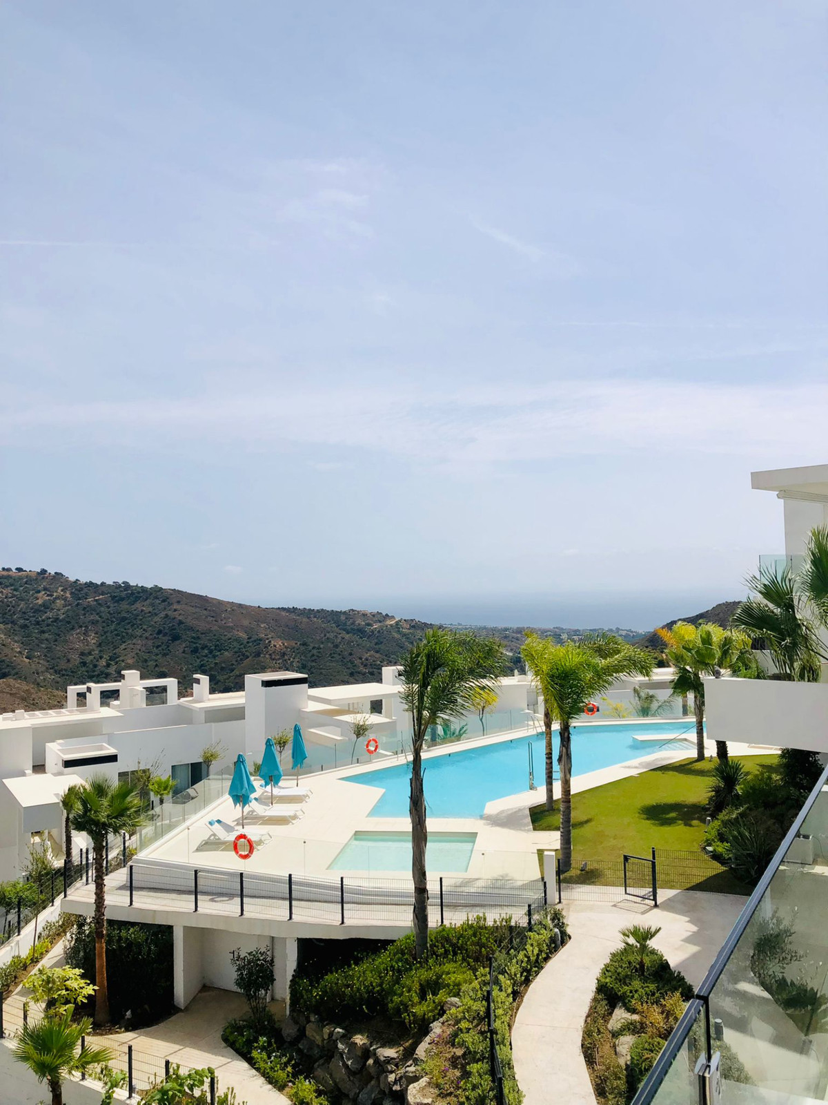 Fully furnished LUXURY apartment, ready to move in Palo Alto, Marbella, . This 2-bedroom apartment i,Spain