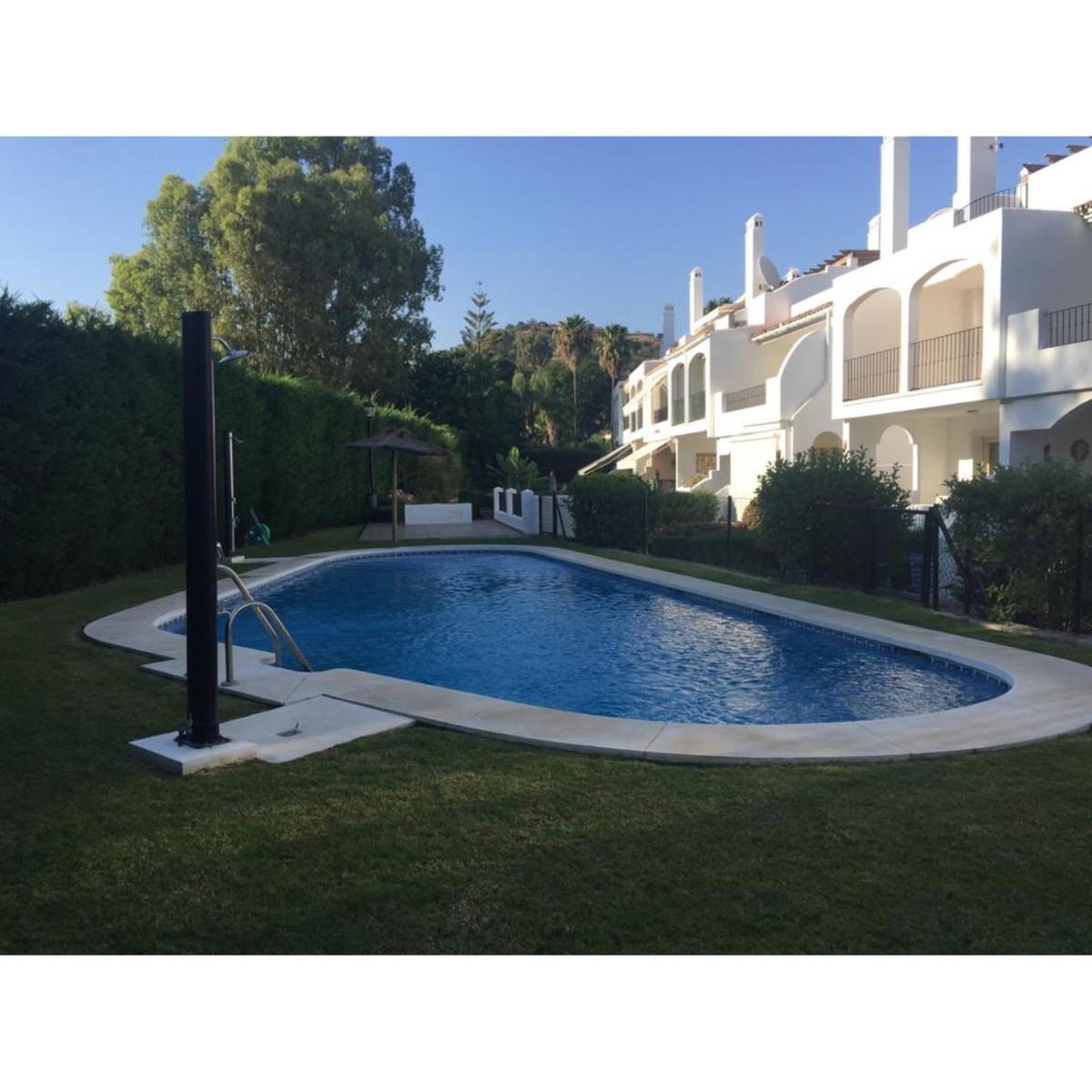 Marbella Banus Adosada en Venta en Marbella – R3661496