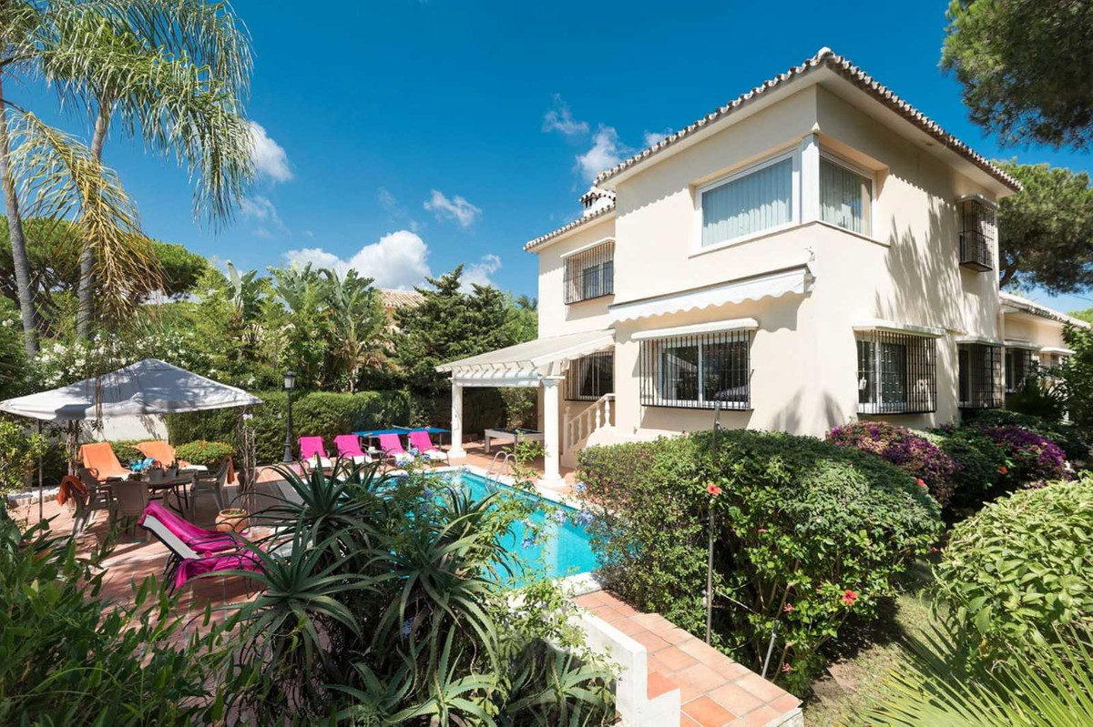 RARE OPPORTUNITY! This spacious and very desirable independent house sits just 500 metres from the b,Spain