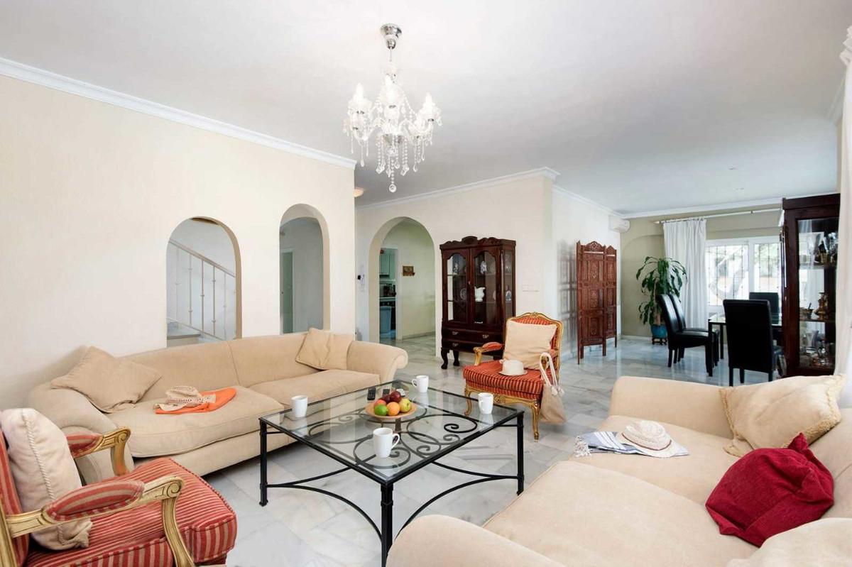Villa – Chalet en Venta en Elviria – R3644711