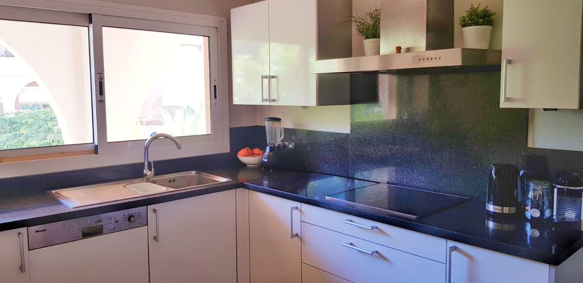 Apartamento Planta Media en Venta en Nueva Andalucía – R3682841
