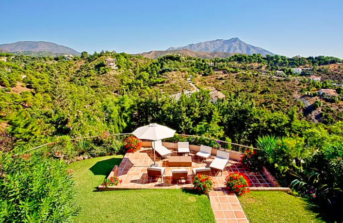 5 Bed Villa For Sale in El Madroñal, Benahavis