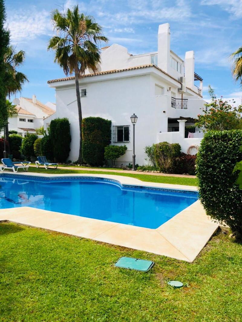 Marbella Banus Adosada, Nueva Andalucía – R3592441