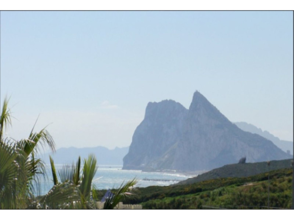 STYLISH TOWNHOUSE BY THE SEA! Spacious Townhouse overlooking the Rock of Gibraltar on a links Golf c, Spain
