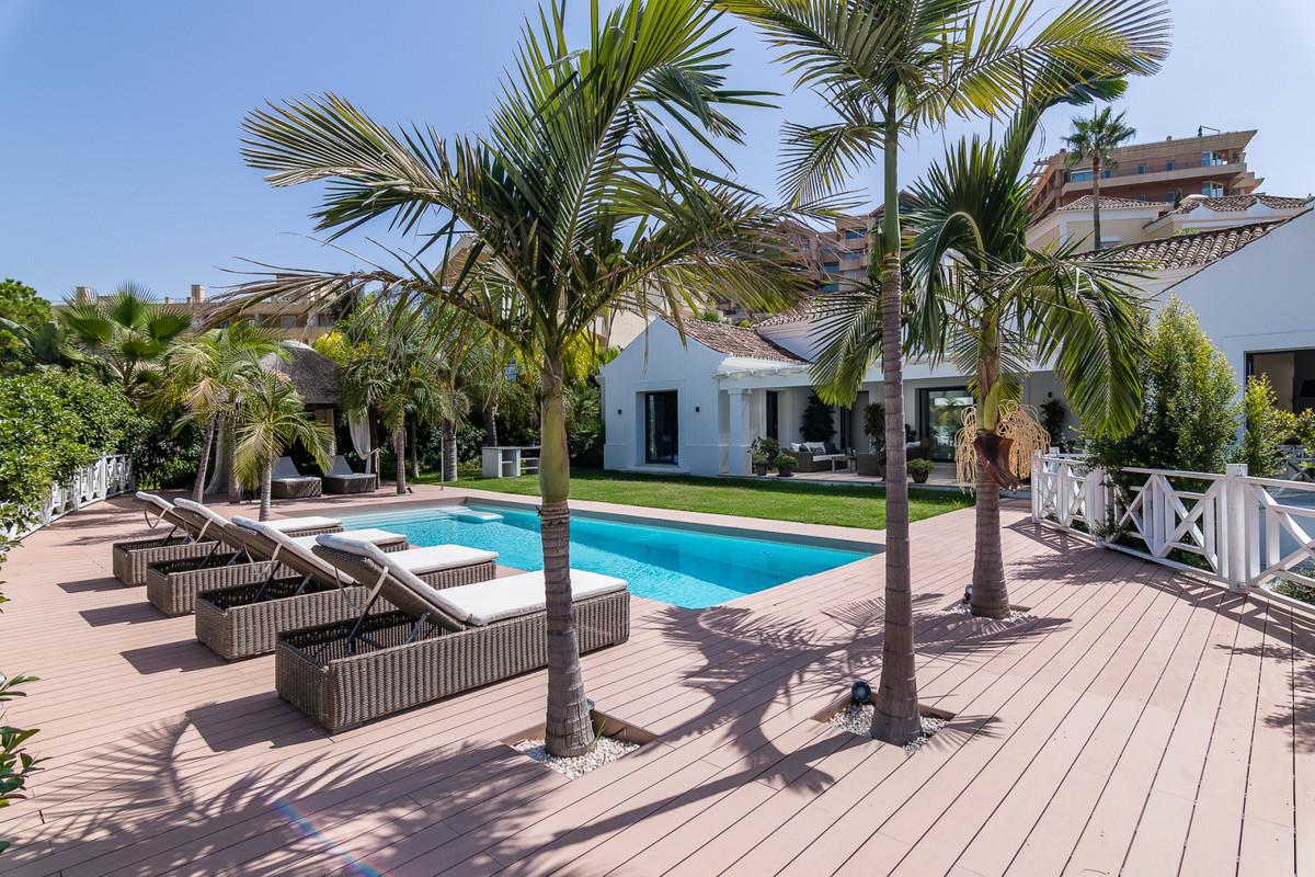 Marbella Banus Villa en Venta en Nueva Andalucía – R3766165