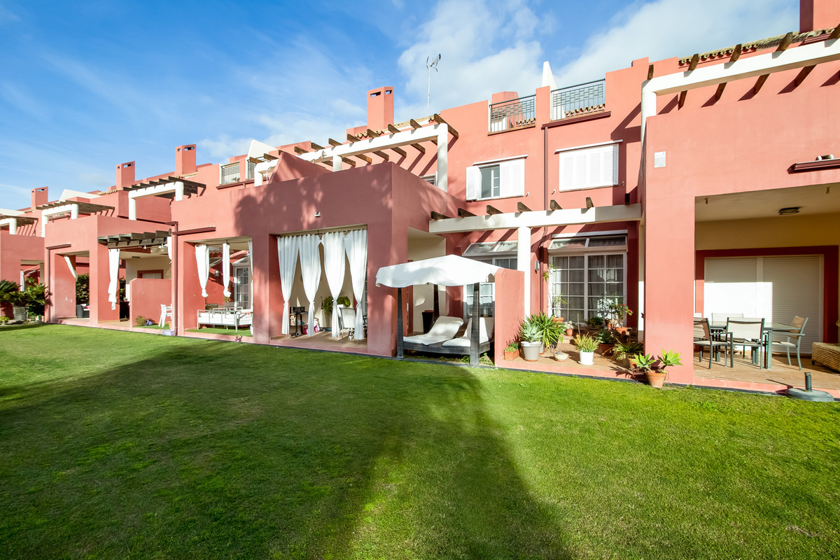 The property consists of 5 bedrooms, 3 bathrooms, large living dining room with rear access to terra,Spain