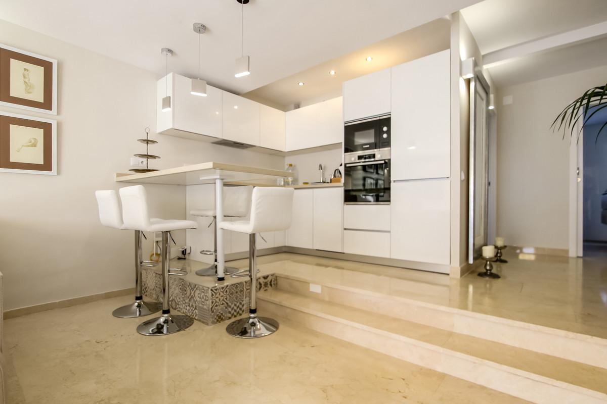 Marbella Banus Apartment for Sale in Benahavís – R3641297