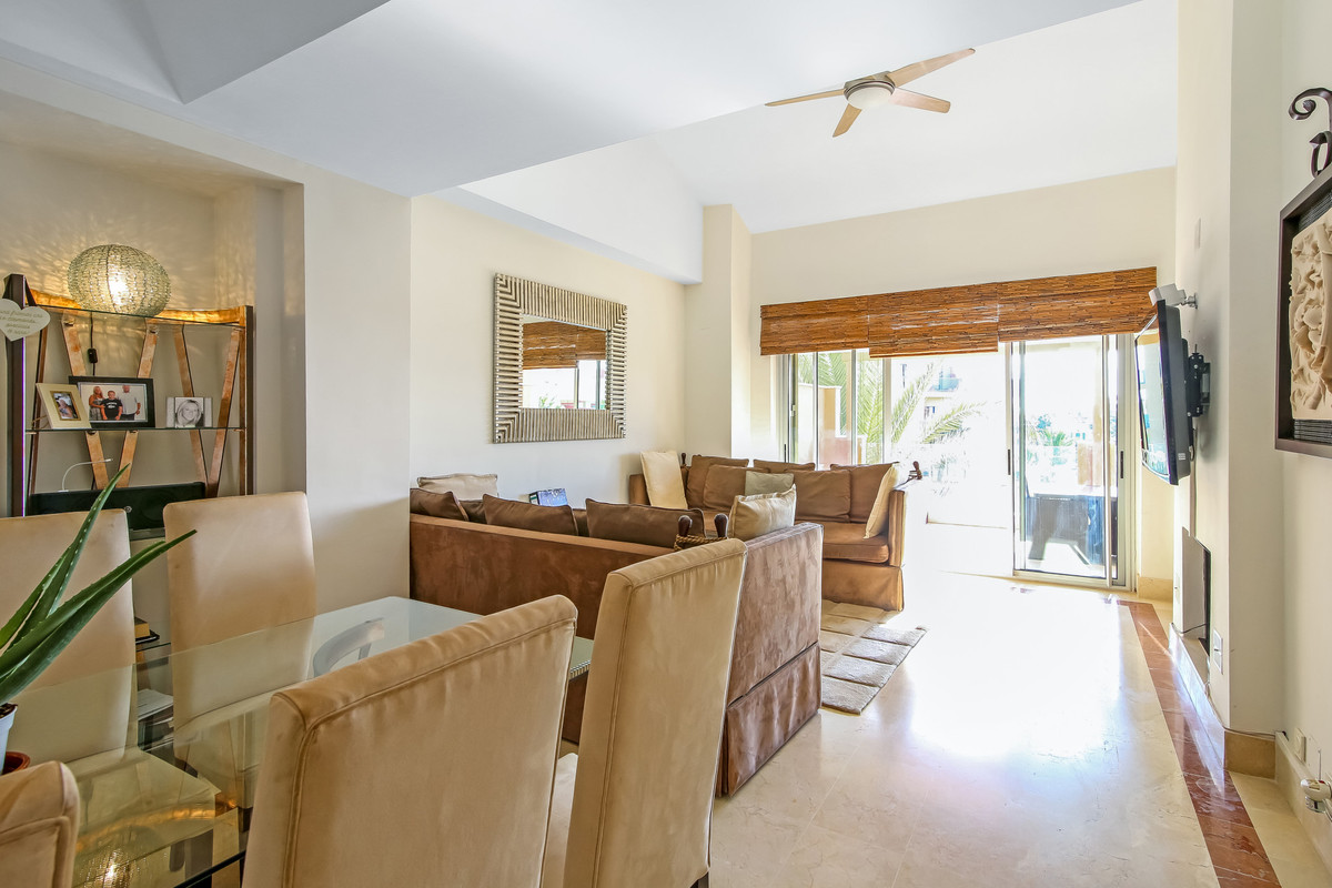Fabulous penthouse offering views to the marina. This is a 3 bedroom en suite with living dining roo,Spain