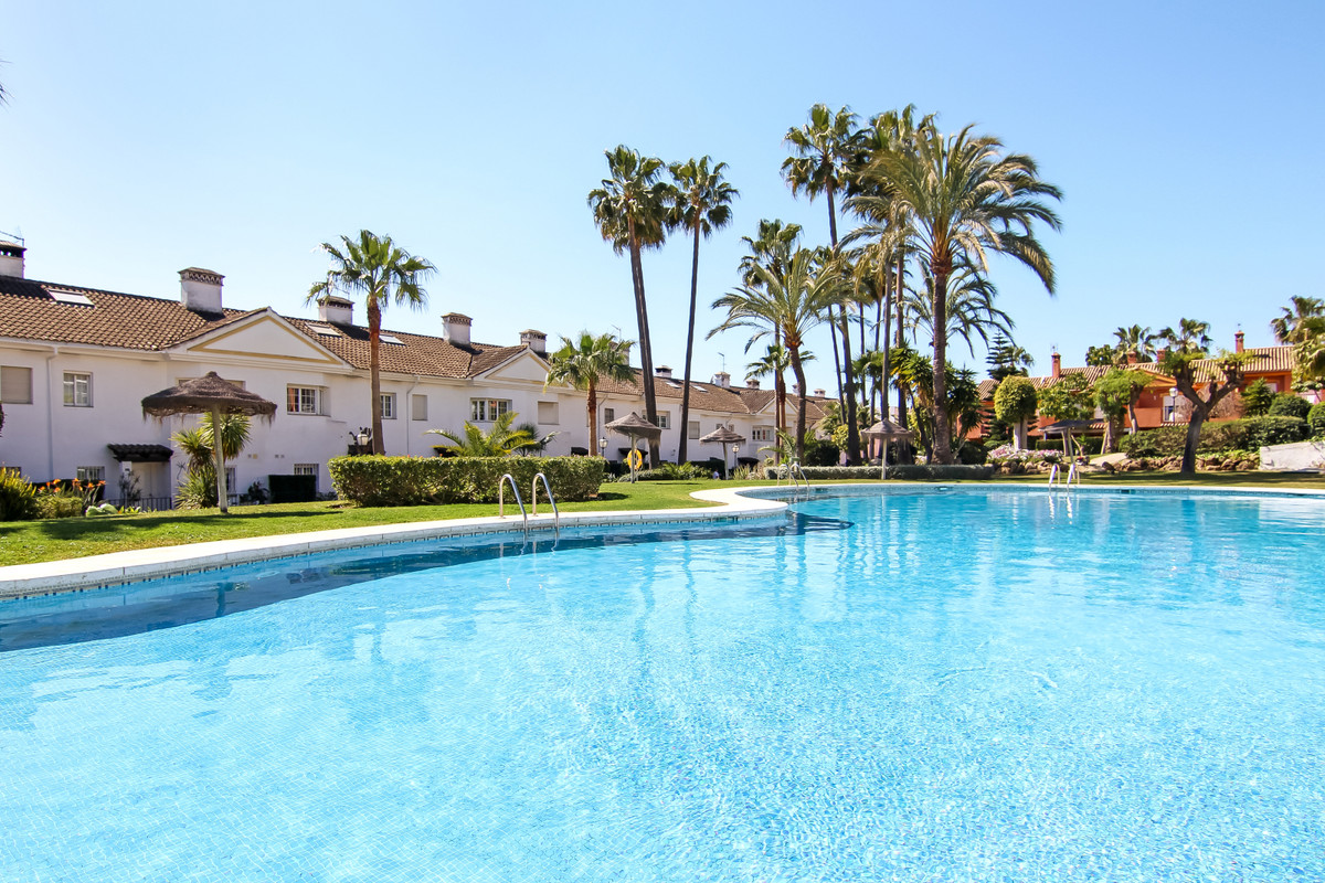 Bright and newly painted townhouse in a quiet and beautiful location on The New Golden Mile only 10 ,Spain