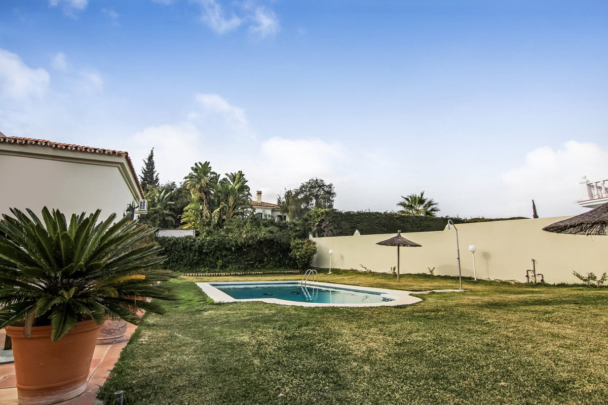 Large villa located in the center of Pueblo Nuevo close to all amenities on foot, not far from the q, Spain