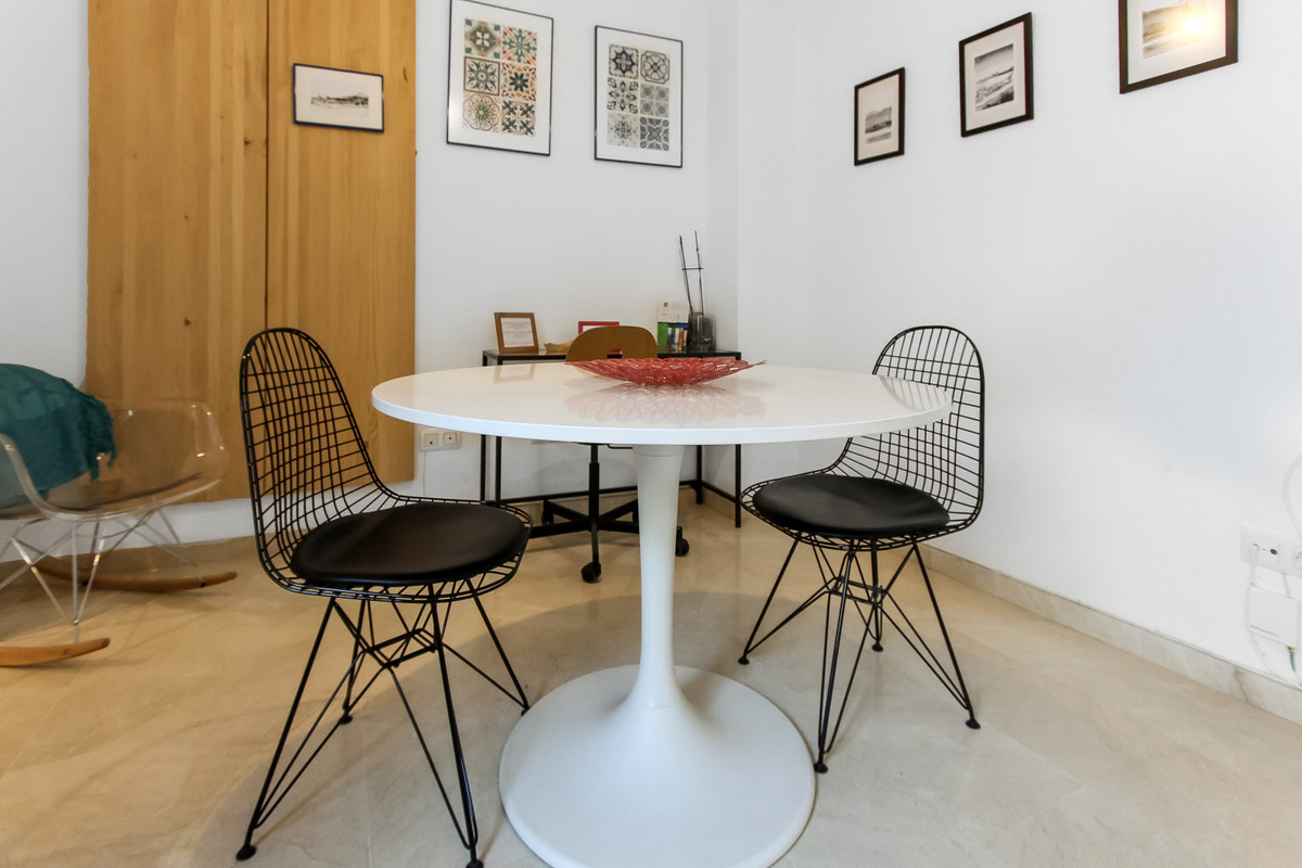 This great sized apartment next to Plaza de la Victoria in Malaga needs to be visited!  Entering the,Spain