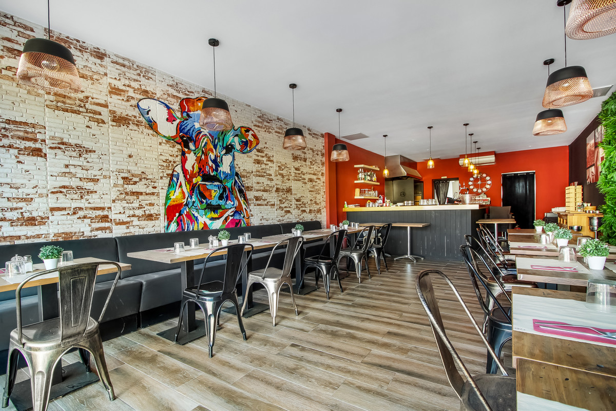 LEASEHOLD - Recently renovated restaurant with a cosy atmosphere and modern interior for lease until,Spain