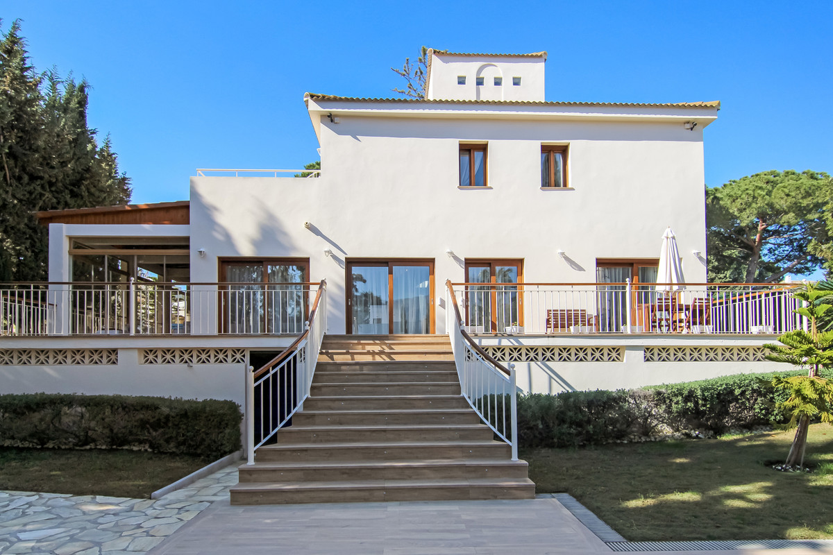 Beautiful fully refurbished villa in the Golf Valley of Nueva Andalucia.   Its a pleasure to present,Spain