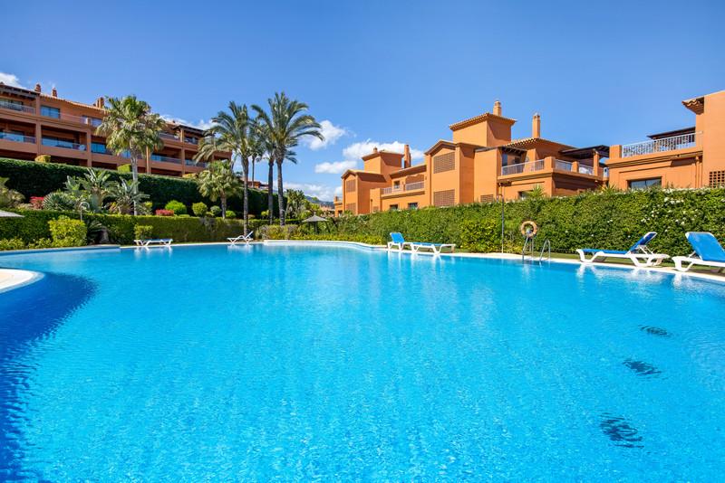 Marbella Banus Apartamento Planta Baja en venta en New Golden Mile – R3401056