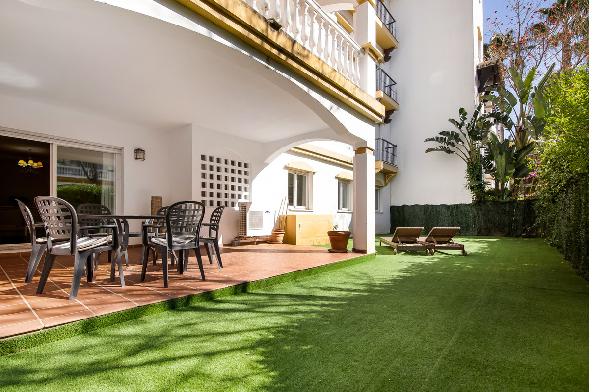A perfect ground floor apartment with 3 bedrooms. The master has an en suite and a further guest bat,Spain