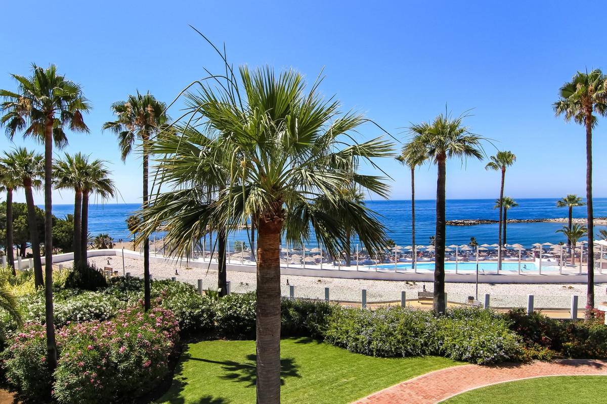 This luxurious fully furnished renovated apartment is located in one of the most sought-after reside,Spain