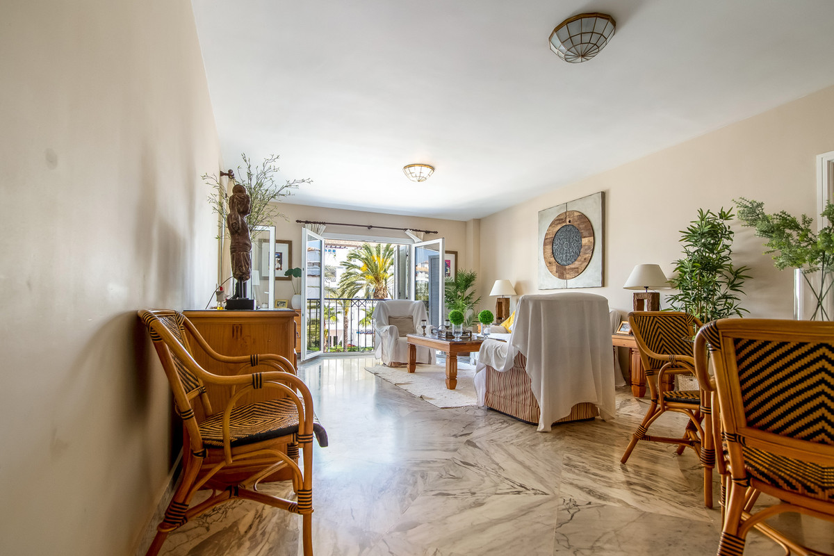 2 Bedroom Middle Floor Apartment For Sale Puerto Banús