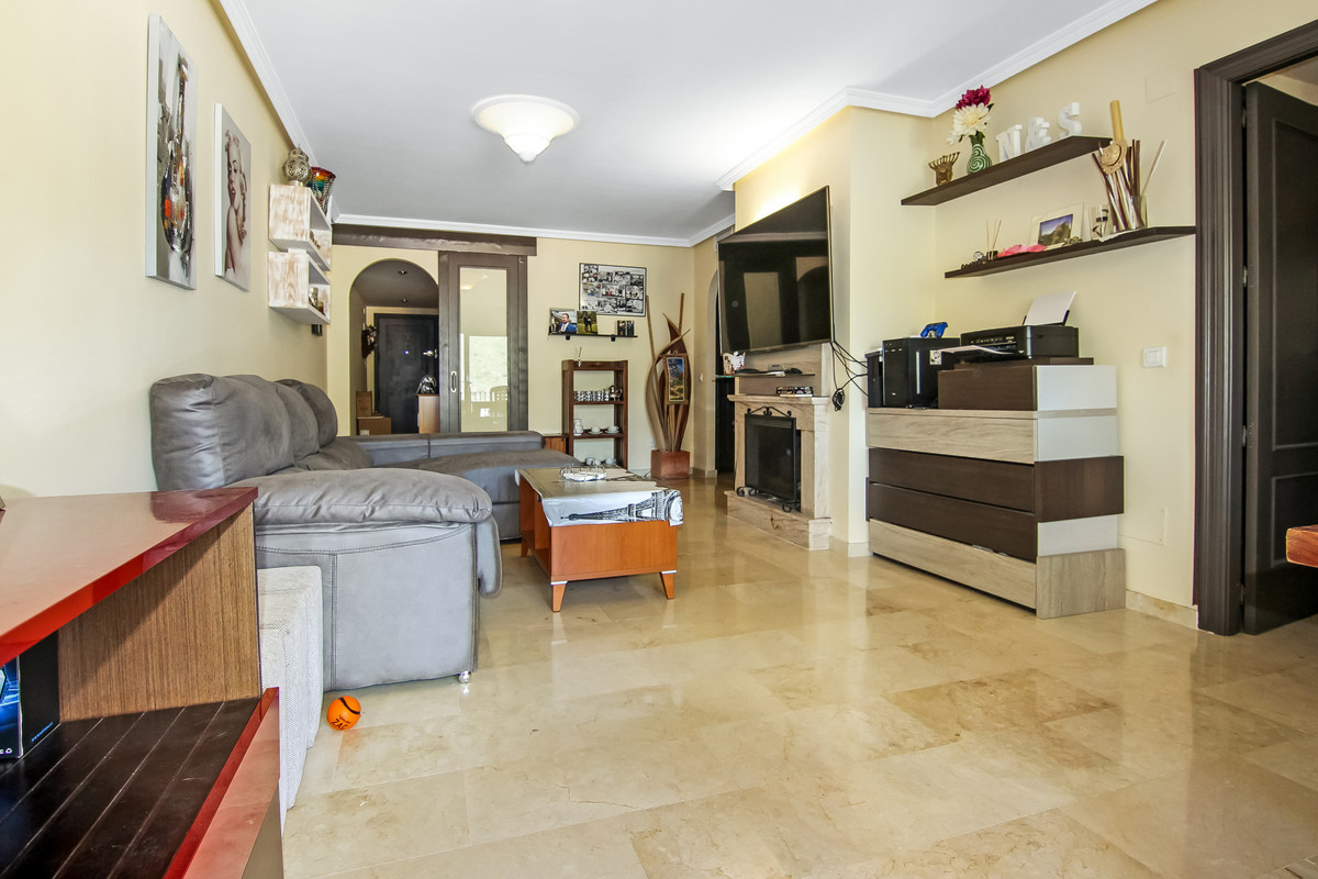 R3380848 | Middle Floor Apartment in Benahavís – € 238,000 – 2 beds, 2 baths