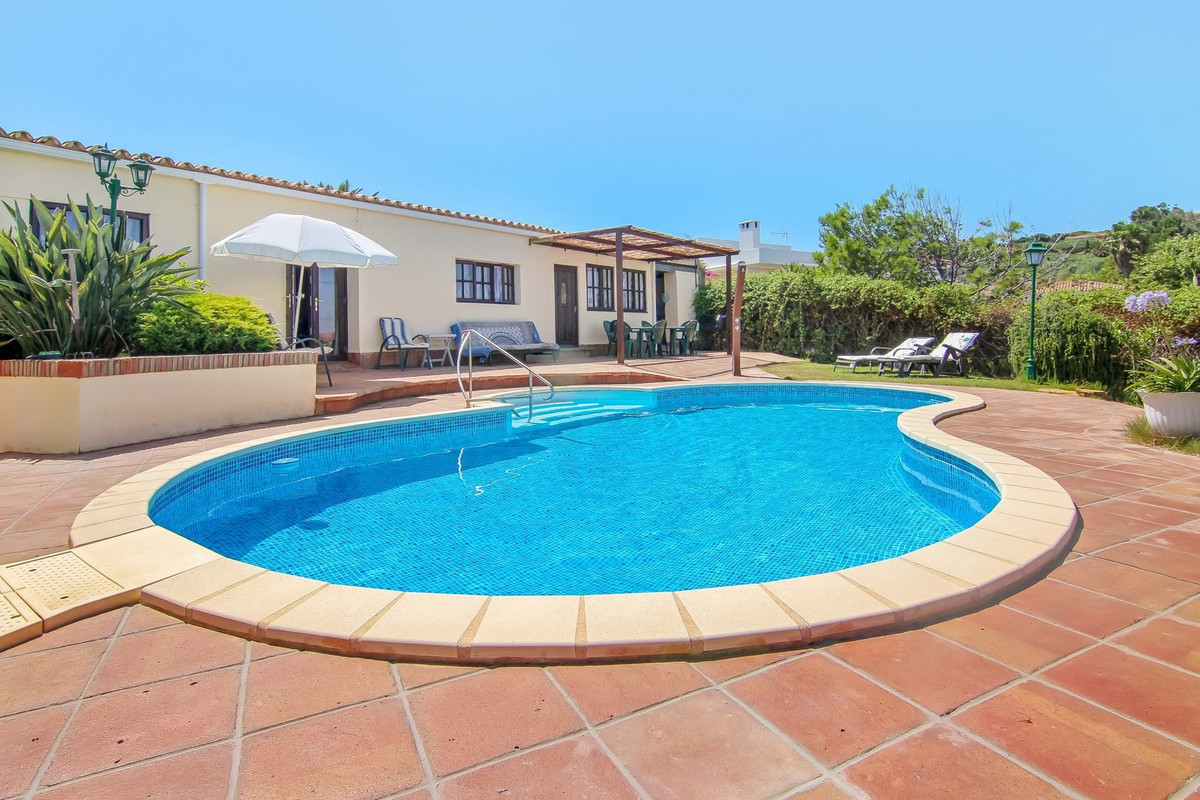 Detached Villa, Torreguadiaro, Costa del Sol. 3 Bedrooms, 2 Bathrooms, Built 299 m², Terrace 916 m²., Spain