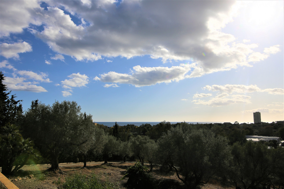 OPPORTUNITY TO BUILD IN ELVIRIA  Opportunity to build This plot is located in the beautiful area of , Spain