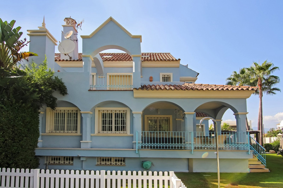 6 bedroom luxury villa in Marbella, This villa is located 50 meters away from the beach, close to ho,Spain