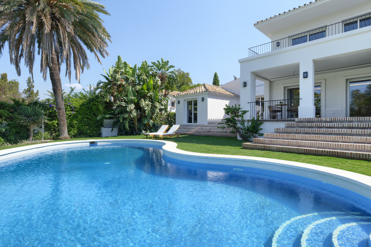 Villa completely renovated in Guadalmina Alta and on the first line of golf. It has west orientation, Spain
