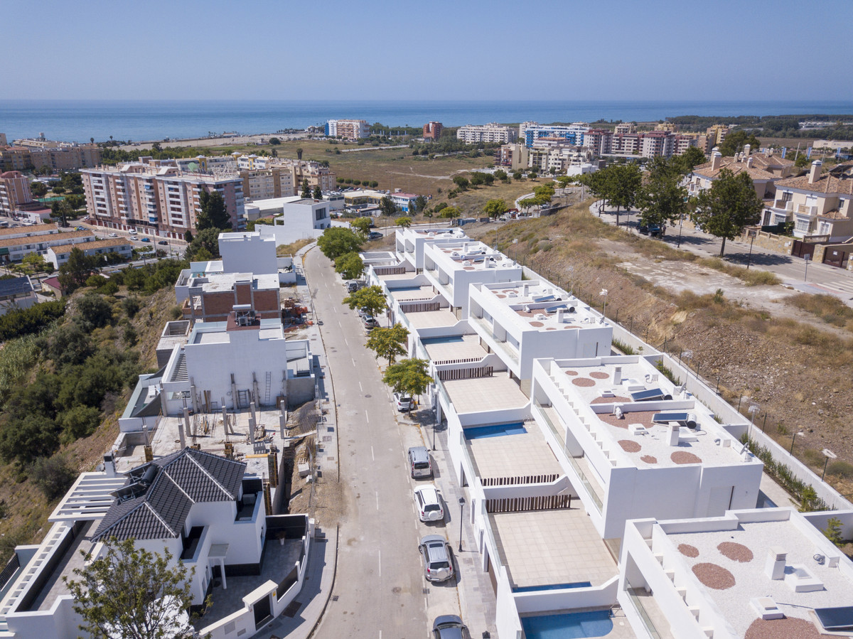 Fantastic development of 10 semi detached villas with private plunge pools. These modern houses are ,Spain