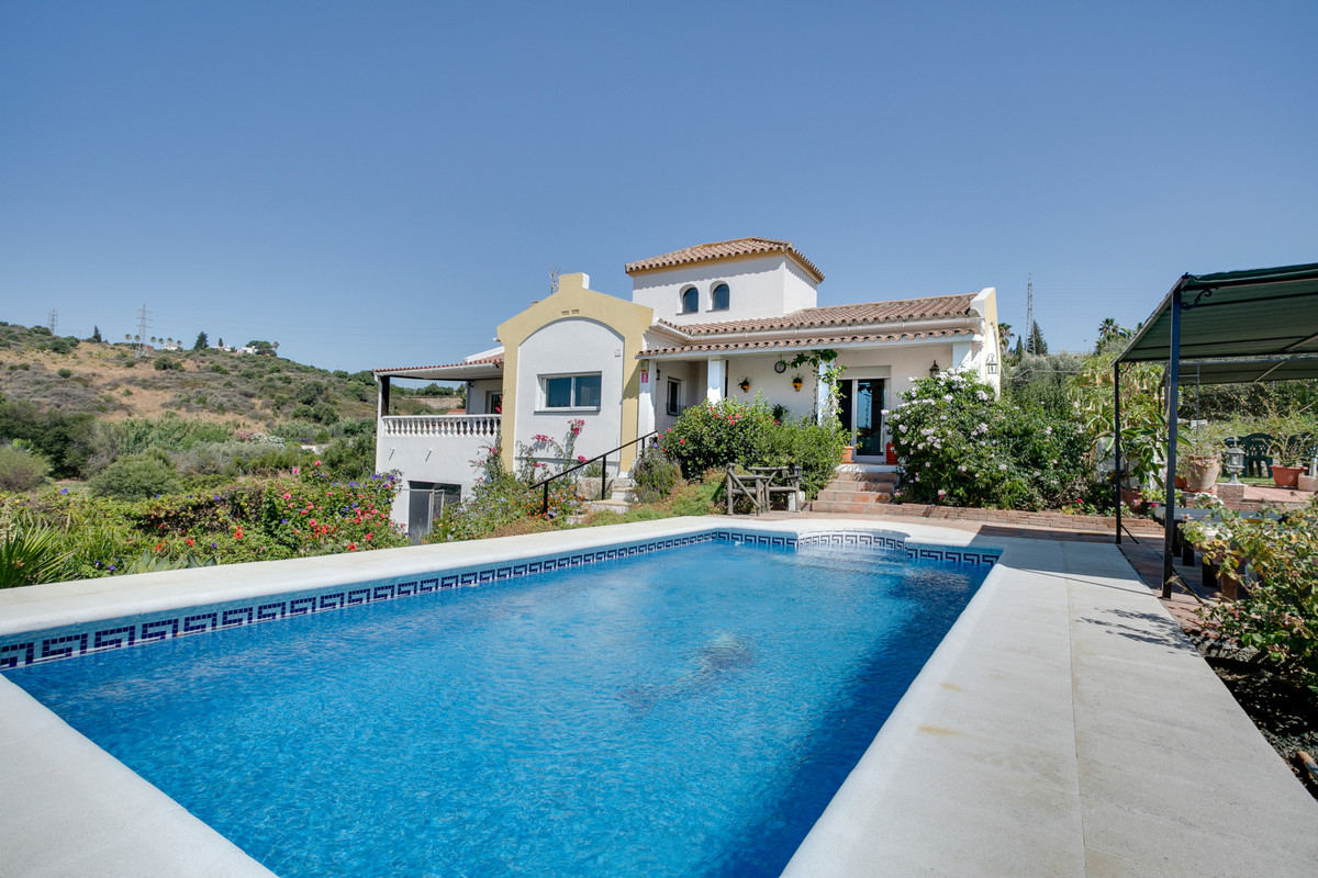 Lovely country house with all papers and licences, set on 5000m2 of land with very good sea views. TSpain