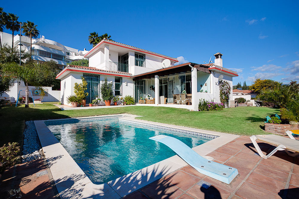 Beautiful 3 bedroom villa in the higly demanded area of Estepona Golf, just 5 minutes drive to the pSpain