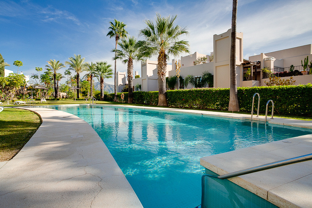 Beautifully presented 3 bedroom apartment in the well known area of Paraiso Hills with great views. ,Spain